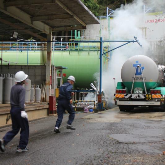 訓練開始、ガス漏れ発生